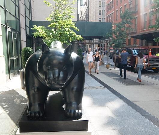 NY好きで猫好きな方、必見、SOHOにある大きな猫の像_b0007805_23592458.jpg