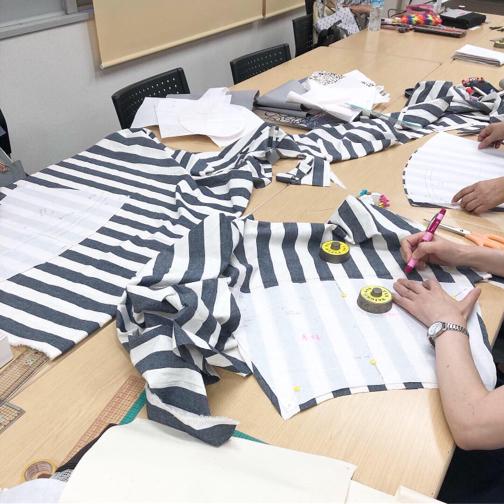 【ヴォーグ学園横浜校】制作中の帆布バッグとソレイアードのトート♪_f0023333_22264906.jpg