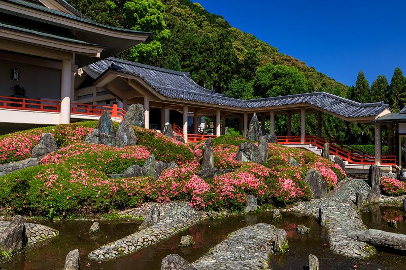 サツキ咲く曲水の庭(松尾大社)_f0155048_081394.jpg