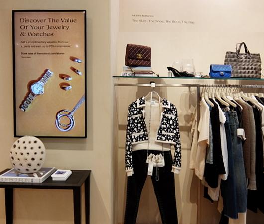 高級ファッション・アイテム再販ビジネスの成長株、The RealRealのSOHO店_b0007805_05580931.jpg