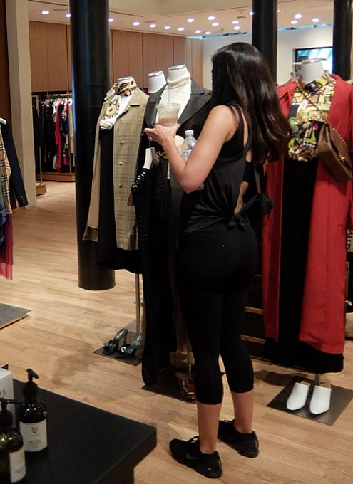 高級ファッション・アイテム再販ビジネスの成長株、The RealRealのSOHO店_b0007805_06150889.jpg