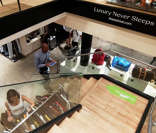 高級ファッション・アイテム再販ビジネスの成長株、The RealRealのSOHO店_b0007805_06172023.jpg