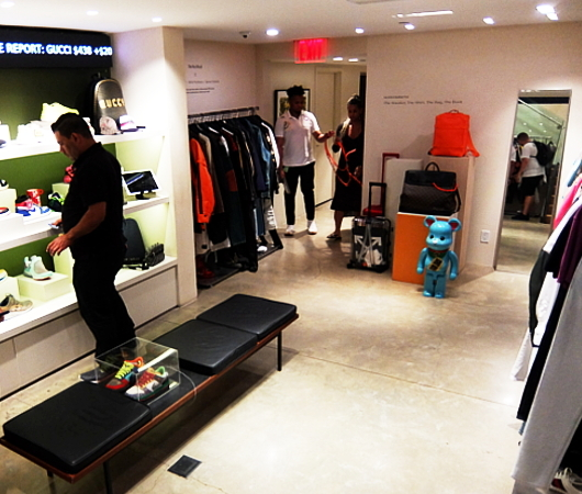 高級ファッション・アイテム再販ビジネスの成長株、The RealRealのSOHO店_b0007805_06212985.jpg