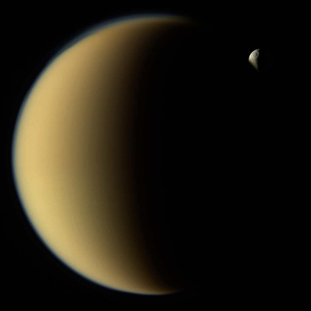 土星探査機カッシーニが捉えた土星の巨大衛星タイタンとテティス_d0063814_11321239.jpg