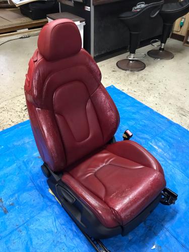 Audi 赤革シート【リカバリーリペア】_d0351087_08370381.jpg