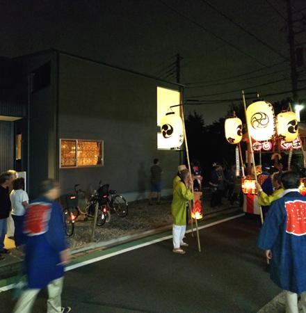 お祭りと夜景外観_b0183404_15112687.jpg
