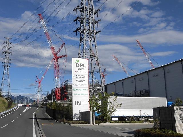 巨大クレーンを使い建設が進む倉庫群 「第2東名IC周辺土地区画整理事業」の現場_f0141310_07374050.jpg