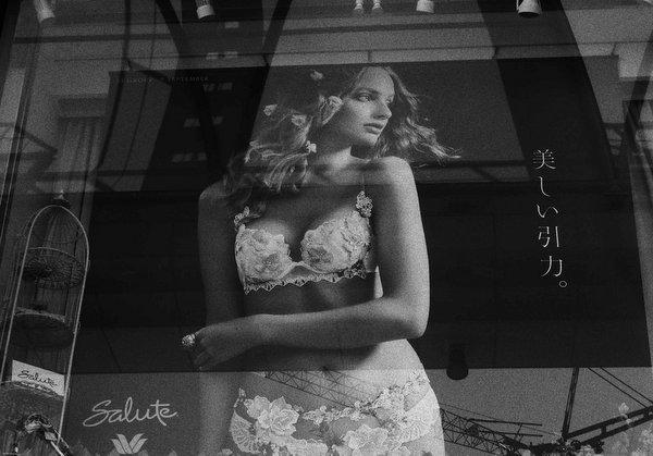 ガラスの中の女たち(19168)_b0190540_15452912.jpg