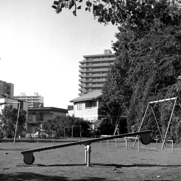公園のシーソーと台湾ラミゴ球団経営の楽天移譲_c0182775_16281463.jpg