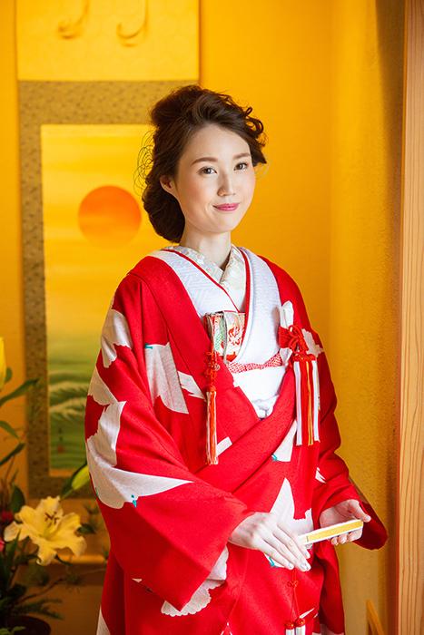 赤地に白鳩色打掛の可憐花嫁姿 in金沢_b0098077_15375569.jpg