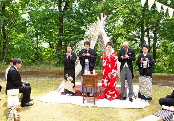 赤地に白鳩色打掛の可憐花嫁姿 in金沢_b0098077_15380071.jpg