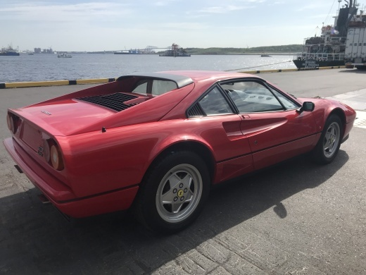 新?旧2台のV8フェラーリ通関_a0129711_13521438.jpg