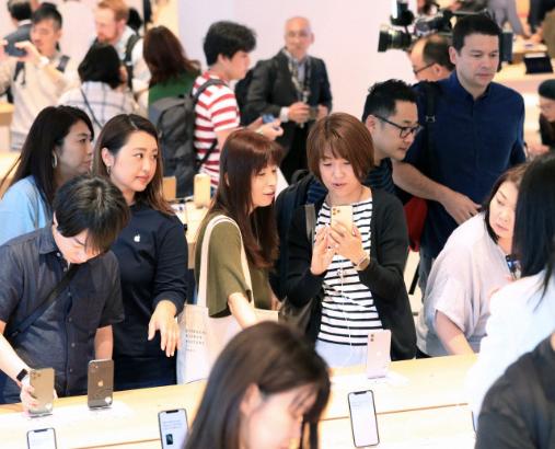 iPhone11発売 普及機価格抑え、売り上げ拡大狙う_e0404351_17121881.png