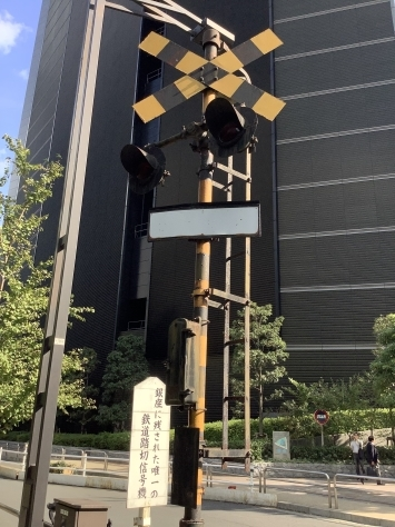 銀座に残された唯一の鉄道踏切信号機_c0360586_19311656.jpg