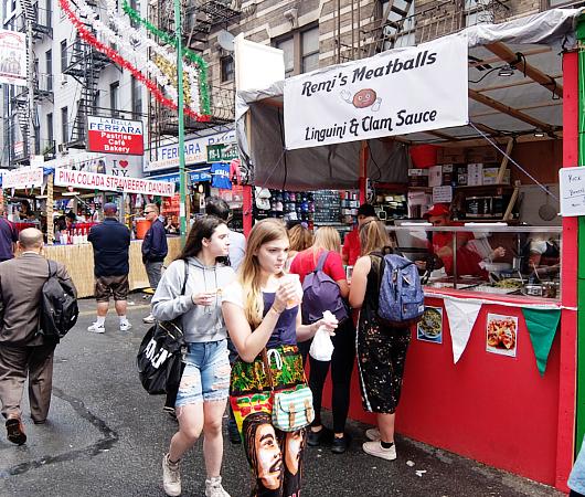 サン・ジェナーロ(San Gennaro)祭の食べ物や屋台の様子 _b0007805_03405054.jpg