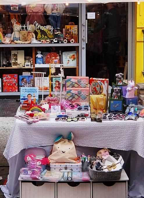 San Gennaro祭、地元子ども服屋のLittle Moonyの可愛い屋台_b0007805_22182146.jpg