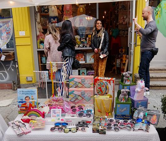 San Gennaro祭、地元子ども服屋のLittle Moonyの可愛い屋台_b0007805_22203387.jpg
