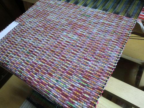 リビングの織機で織ってます_e0190625_17025761.jpg