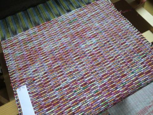 リビングの織機で織ってます_e0190625_17030895.jpg