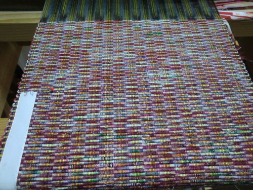 リビングの織機で織ってます_e0190625_17032104.jpg