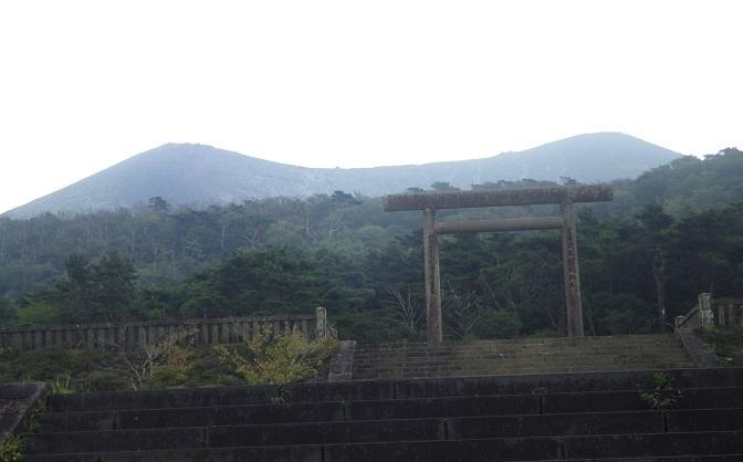 天孫降臨コースから高千穂峰周回コースを歩く_e0164643_16502708.jpg