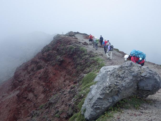 天孫降臨コースから高千穂峰周回コースを歩く_e0164643_16504952.jpg