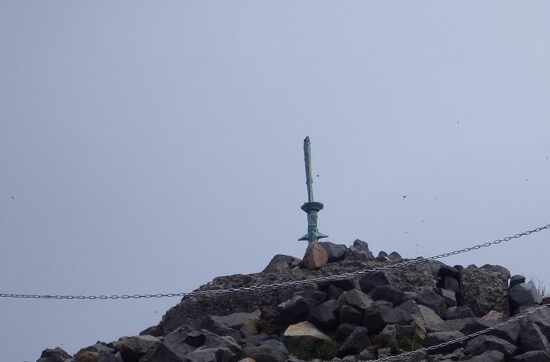 天孫降臨コースから高千穂峰周回コースを歩く_e0164643_16511092.jpg