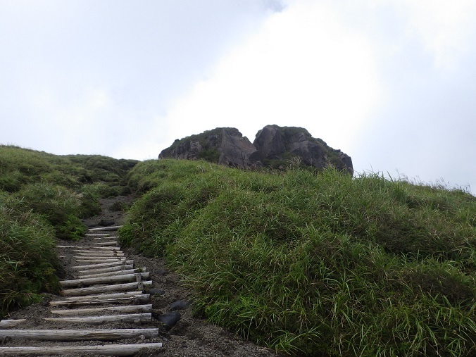 天孫降臨コースから高千穂峰周回コースを歩く_e0164643_16511841.jpg