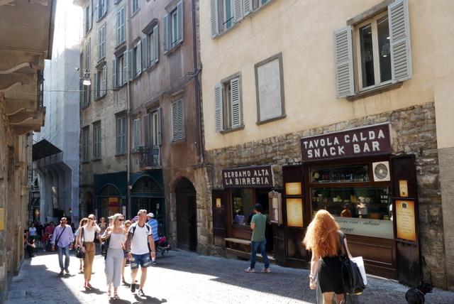 中世の風格ある街 ベルガモ _b0358575_11362987.jpg