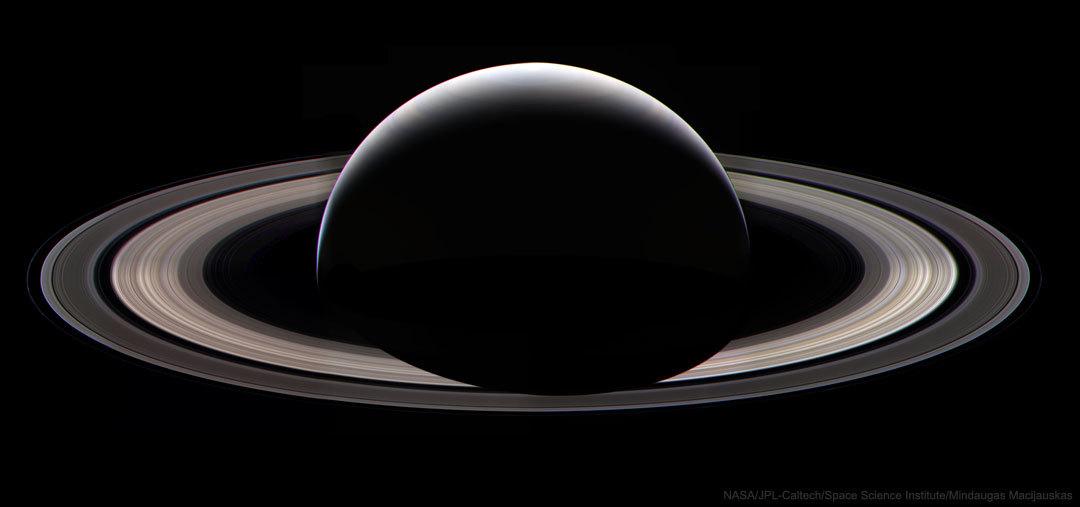 土星探査機カッシーニがその使命を終える2日前に捉えた美しい土星の姿_d0063814_19572920.jpg