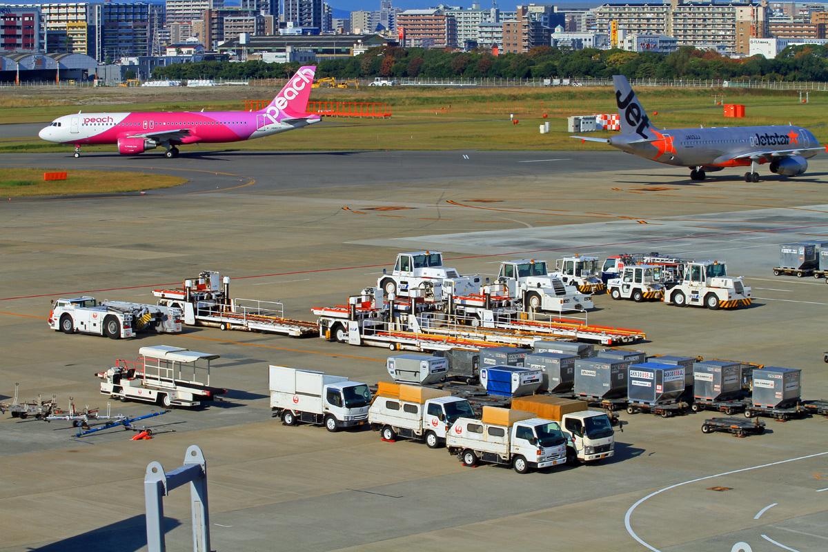 只今福岡飛行場。_b0044115_00281700.jpg