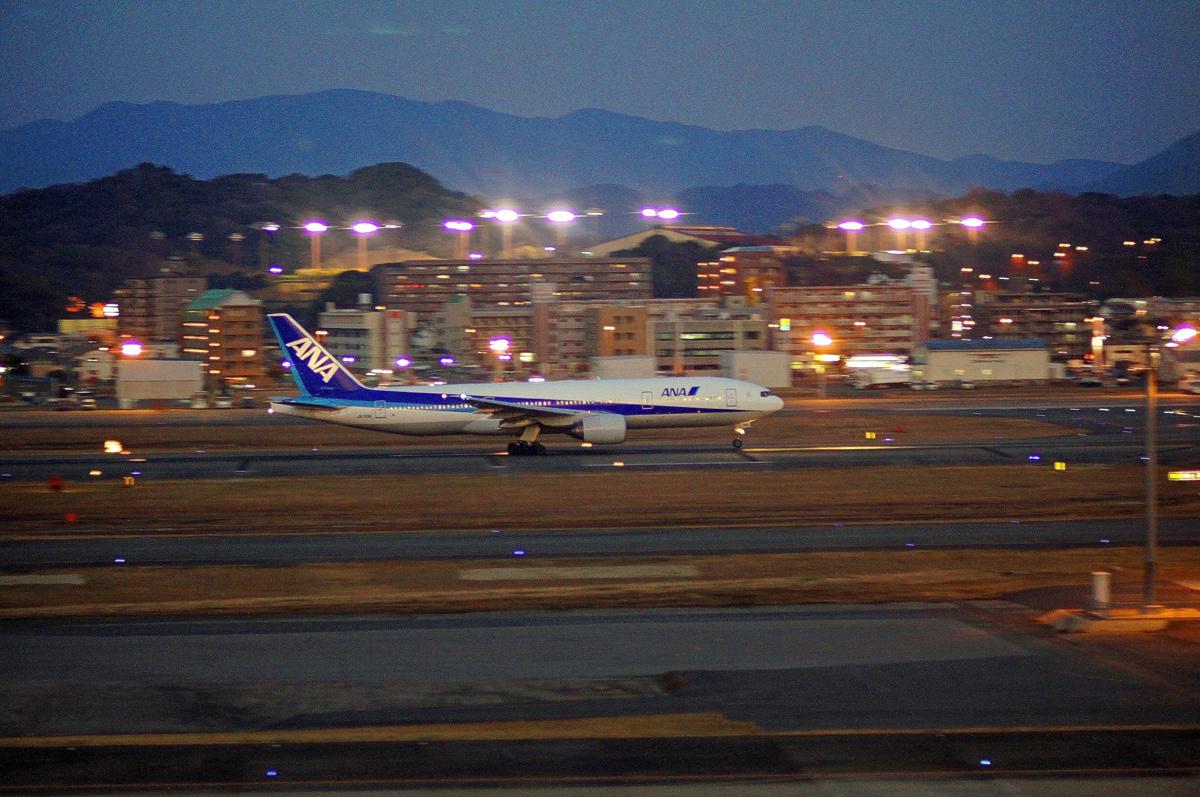 只今福岡飛行場。_b0044115_00300264.jpg