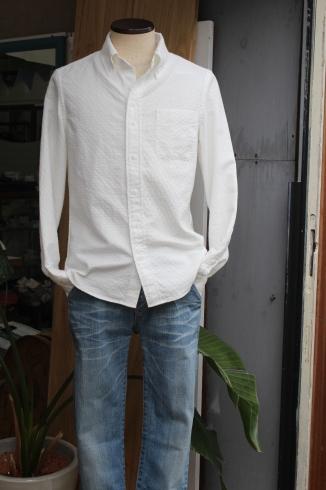 シンプルに見えて…実は・・・なホワイトシャツ 新作できました♪_d0108933_15374523.jpg