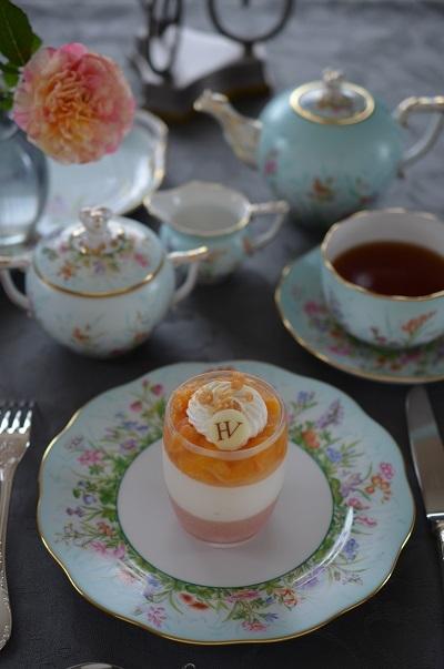 フォーシーズンズのお茶のテーブル_e0366442_16021550.jpg