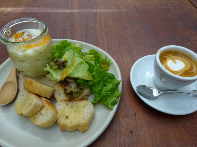 今朝のカフェ朝食_b0405262_18360101.jpg