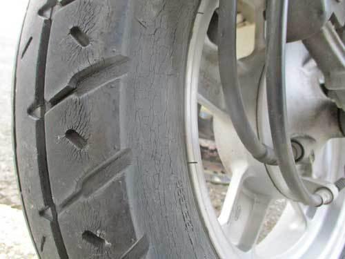 屋根付き3輪車(笑) ジャイロキャノピーのタイヤ交換・・・(^^♪_c0086965_17114281.jpg