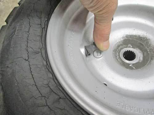 屋根付き3輪車(笑) ジャイロキャノピーのタイヤ交換・・・(^^♪_c0086965_17231874.jpg