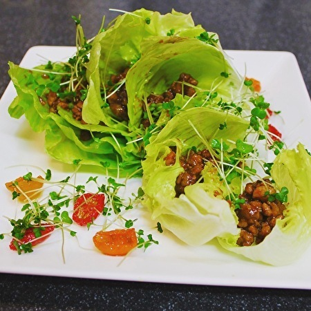 作りおきのピリ辛肉味噌で、サラダやら麺やら、おつまみやら_a0223786_15411010.jpg