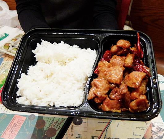 グラセン地下ダイニングの辛いチキンが得意な中華、Wok Chi Chinese Kitchen_b0007805_00565442.jpg