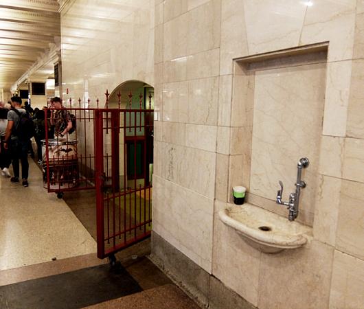 グラセン地下ダニングのトイレ、水飲み場など便利情報_b0007805_01152638.jpg
