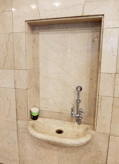 グラセン地下ダニングのトイレ、水飲み場など便利情報_b0007805_01153642.jpg