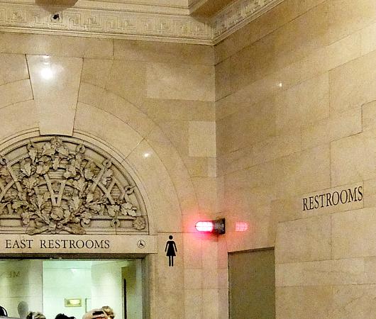 グラセン地下ダニングのトイレ、水飲み場など便利情報_b0007805_01282889.jpg
