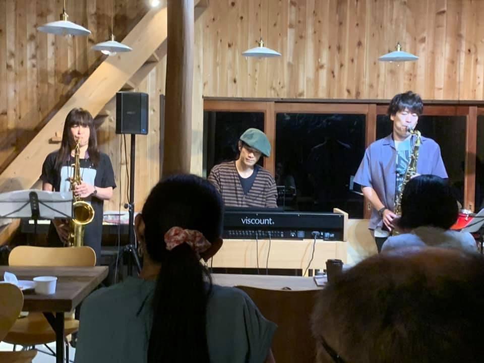 ジャズライブ カミン 広島Jazzlive Comin 本日23日はセッションです!_b0115606_10410569.jpeg