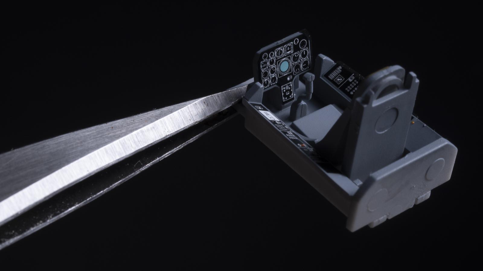 飛行機プラモの合わせ目、横から見たら見えない説_b0029315_16450332.jpg