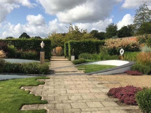 イギリスの旅2日目 ガーデンツアー 1日目 Marks Hall Estateなど_e0194723_14103602.jpeg