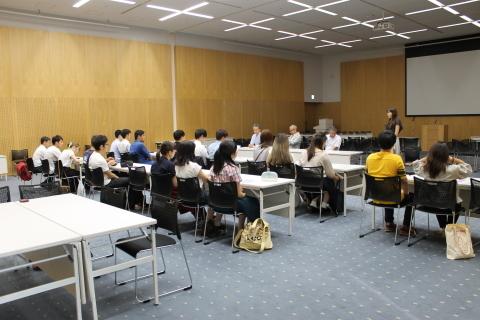 マナー講座とキックオフセミナーが開催されました_c0167632_15065292.jpg