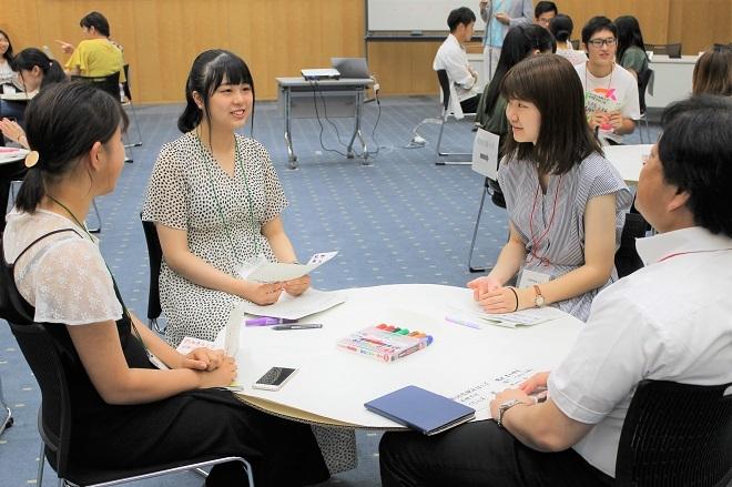 マナー講座とキックオフセミナーが開催されました_c0167632_15111812.jpg