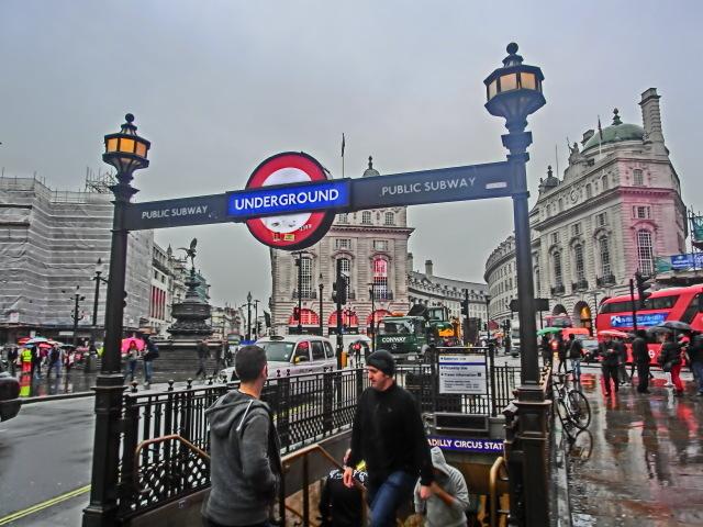 英国 ロンドン (7)    ピカデリーサーカス_b0408745_08152905.jpeg