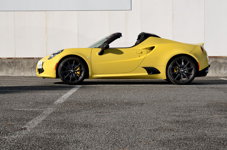 alfa romeo にみる現代の車と70年代の車の美しさの違い_a0129711_19030930.jpg