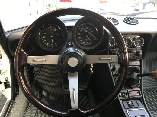 alfa romeo にみる現代の車と70年代の車の美しさの違い_a0129711_19033900.jpg